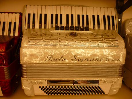 Accordeon Paolo Soprani piano trois voix boite de resonance.