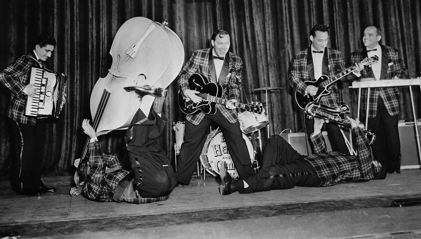 Bill Haley and the Comets Rock around the clock with Jonnhy Grande accordion