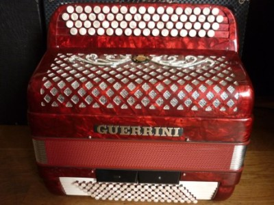 Accordéon Guerrini trois voix quatre vingt seize basses